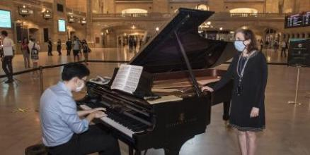 Metro-North Welcomes Visitors Back to Grand Central With Live Pianist